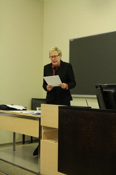 Professor Sjöberg läser upp slutorden.