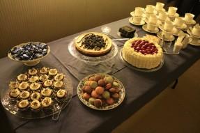 Vi kan ha blivit lite väl exalterade när det var dags att göra dessertbordet. Det kan vara så.